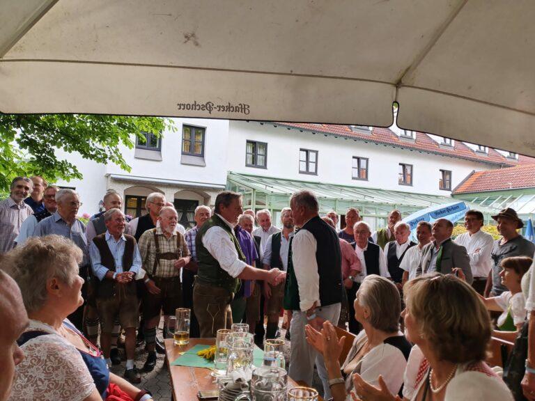 Read more about the article Sommerfest mit Blasmusik und Goaßlschnaltzer